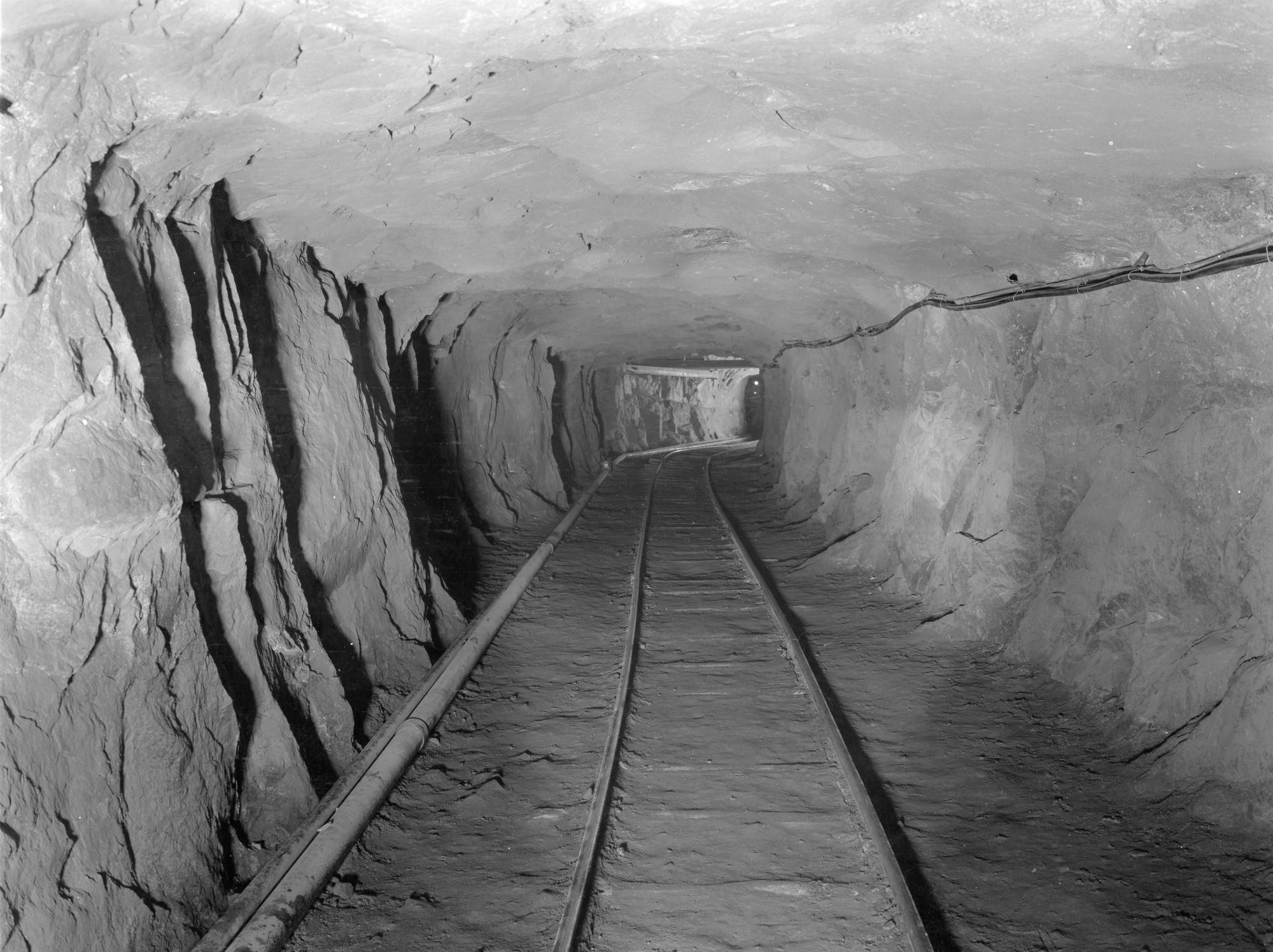 Crosscut Mine Drift In Republic Steel Mine In Mineville