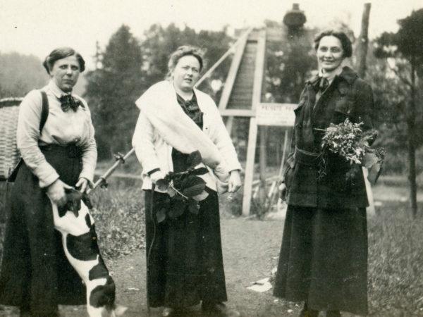 Female hunting trio in Wanakena