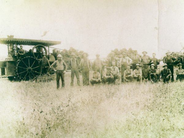 Threshing crew with traction steam engine in Lisbon