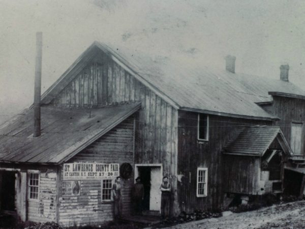 Cheese factory exterior at Pierce's Corners in Macomb