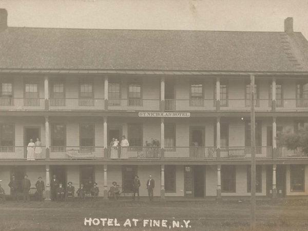 St. Nicolas Hotel in Fine