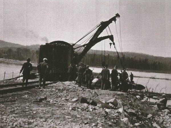 Barnhart loader lifting a locomotive out of Silver Pond in Cranberry Lake