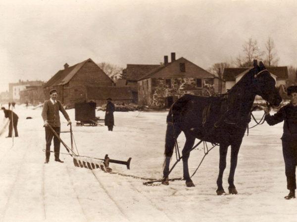Cutting ice in Potsdam