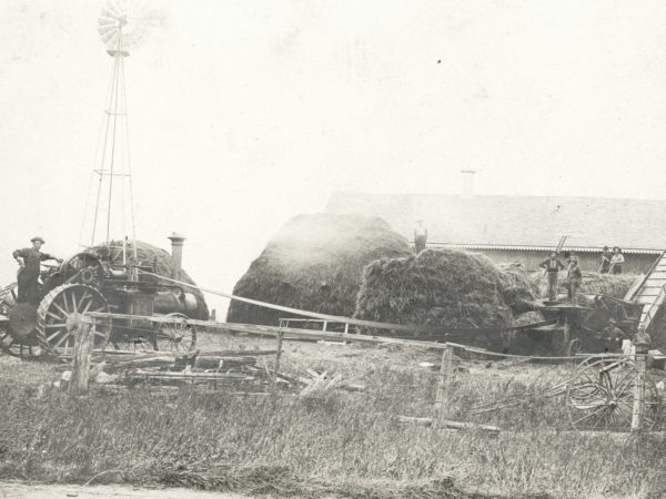 Threshing outfit in Hammond