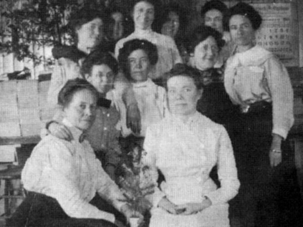 Female line workers for the Indian Root Pill Factory in Morristown