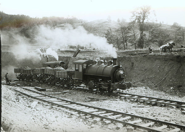 A steam train hauling ore in Hamilton County
