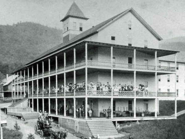 Holland House Hotel in Blue Mountain Lake