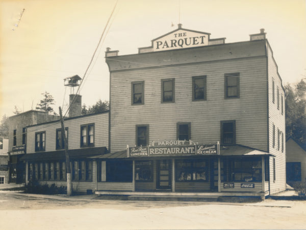 The Parquet hotel and restaurant in Inlet