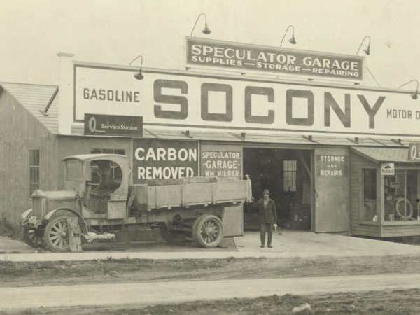 Speculator Garage in Lake Pleasant