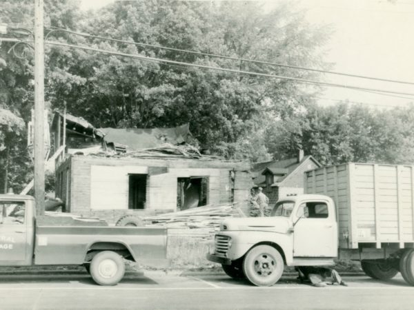Demolition of Kenyon House in Carthage