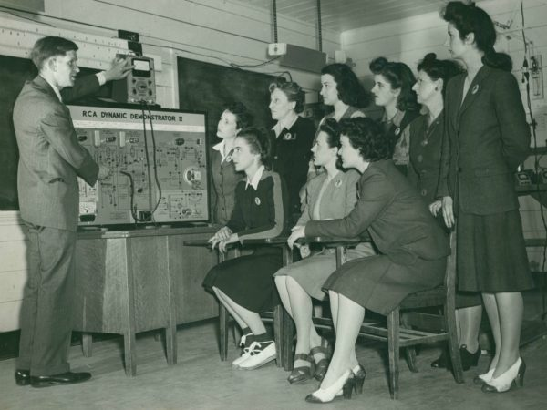 Women's Army Corps radio physics class in Paul Smiths