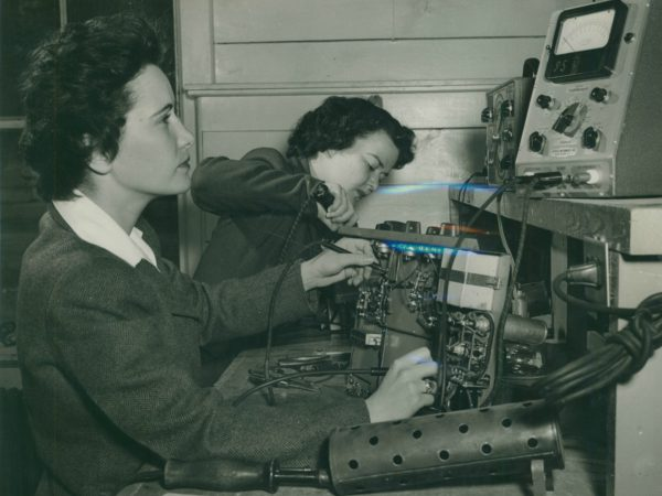 Women's Army Corps trainees in the radio shop in Paul Smiths