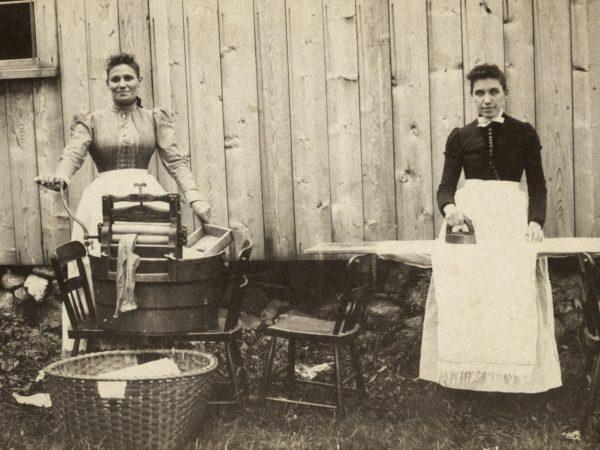 : Washerwomen at Putnam Camp in Keene Valley