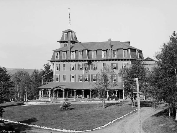 Exterior of the Hotel Algonquin in Saranac Lake