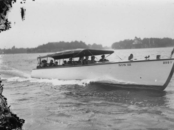 "The tour boat ""Sis III"" on the St. Lawrence River"