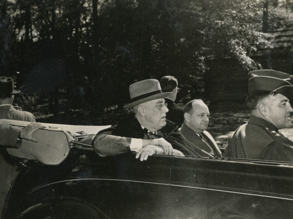 President Roosevelt, Governor Arnall and General Newgarden visit Pine Camp