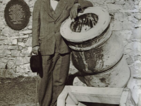 Stephen Hyatt Perlham Pell leans on a cannon during rebuilding of Fort Ticonderoga.