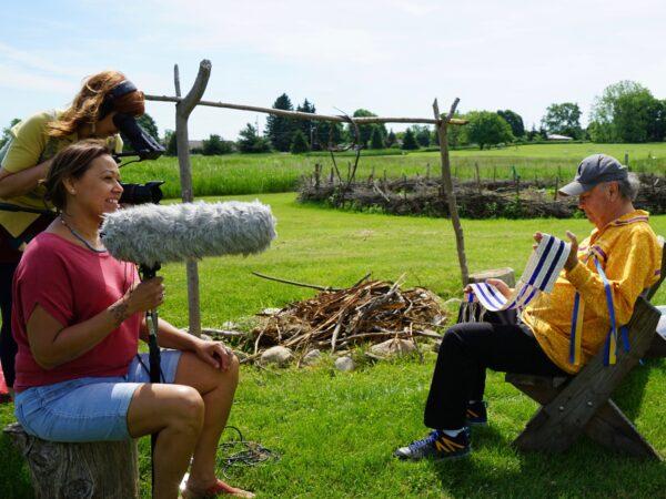 Director Katsitsionni filming interview with Pete Jemison