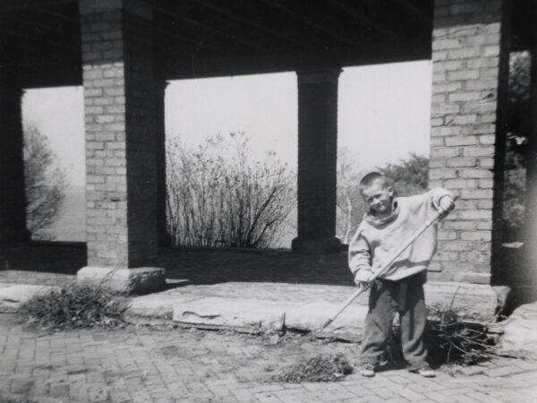 Doug Heath raking